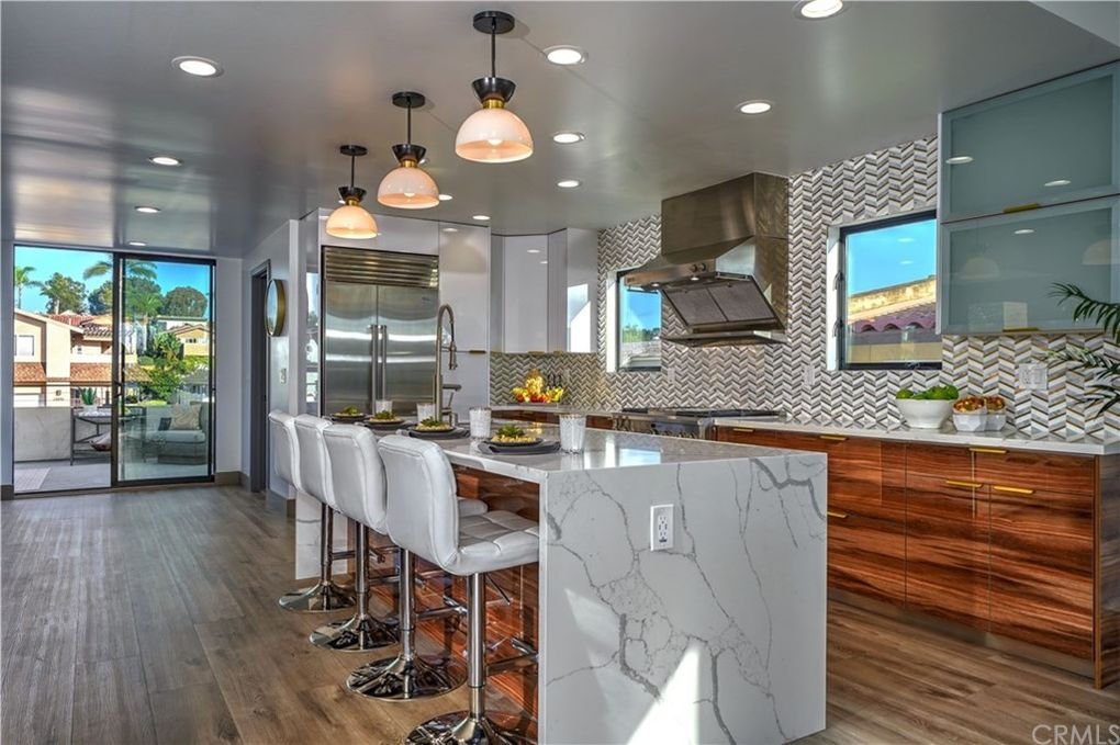 house staging san diego dinning area